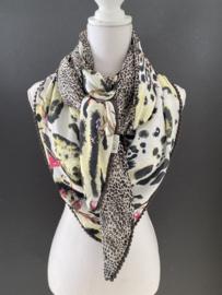Zacht geel grote bloemen / panter print - mini panter dessin, couture sjaal.