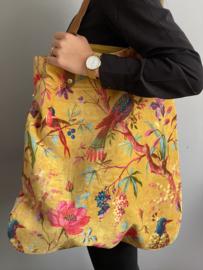 Mooie fluwelen shopper van Imbarro.  Paradise print.  Okergeel