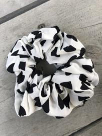 Scrunchie grote stippen / vlekken. Wit-zwart