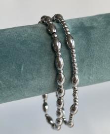 Set van 2 stainless steel armbandjes op elastiek. Smalle pols! Zilver