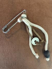Speld, van Knit Factory  Zilverkleurig - Ecru (zand)