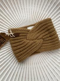 Knit Factory, gebreide haarband. Camel (lichtbruin)