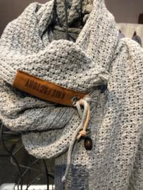 Sjaal Luna, van het mooie merk Knit Factory. Stone Green (oud blauw)