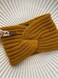 Knit Factory, gebreide haarband. Okergeel