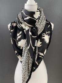 Zwart - ecru bloem dessin - mini panter print, couture sjaal.