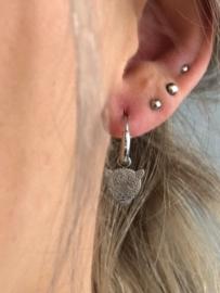 RVS oorbellen (stainless steel), mini luipaard aan ringetje. Zilverkleurig.