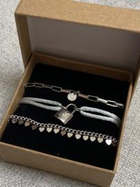 Nr 10) Armbanden SET van stainless steel, 3 stuks in doosje. Zilverkleurig