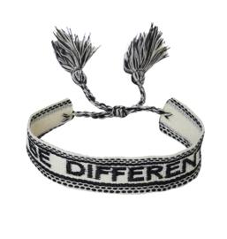 Textiel vriendschap armband. BE DIFFERENT. Ecru / zwart.