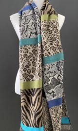 Langwerpige jaquard sjaal. Verschillende dierenprints met blauw en groen.