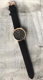 Horloge Ernest,  stijlvol / stoer met stiksel op de band. Suedine. Zwart - rosé