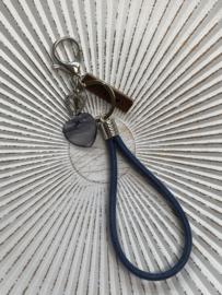 Tas- & sleutelhanger.  Jeans blauwe lus / Parelmoer hart