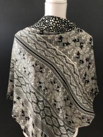 Zwart - Ecru mooi Paisley dessin /  onregelmatige grote stip, zonder kwastjes. Couture sjaal.