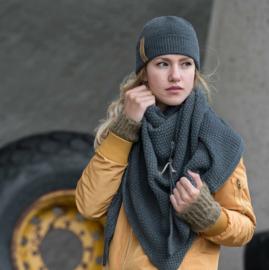 Sjaal/omslagdoek van hetmooie merk Knit Factory. Antraciet grijs.