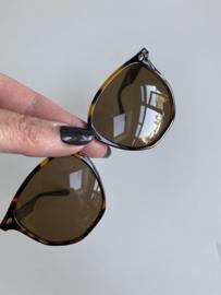 Stylish zonnebril. Bruin gevlamd.