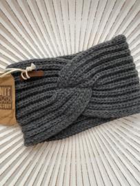 Knit Factory, gebreide haarband. Antraciet grijs