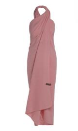 Knit Factory. Grote álleskunner Liv. Pareo/sjaal/laken.  Koraal roze.