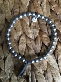BIBA metalen kralen armband. Mat, Donker zilverkleurig.