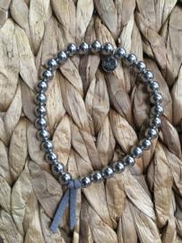 BIBA metalen kralen armband. Glanzend zilverkleurig.