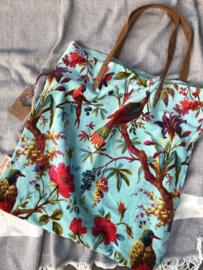 Mooie fluwelen shopper van Imbarro. Vogel / bloemen print. Aqua blauw