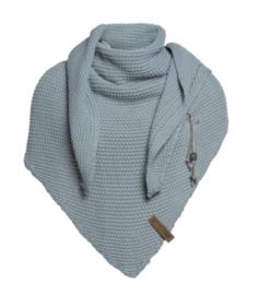 Sjaal/omslagdoek Coco van het mooie merk Knit Factory. Oud blauw / groen