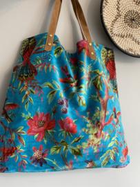 Mooie fluwelen shopper van Imbarro.  Paradise print. Turquoise blauw
