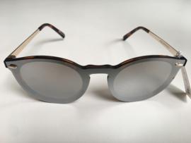 Trendy zonnebril schildpad bruin.  Donker spiegel glas.