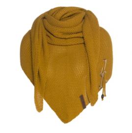 Sjaal/omslagdoek Coco van het mooie merk Knit Factory.  Okergeel