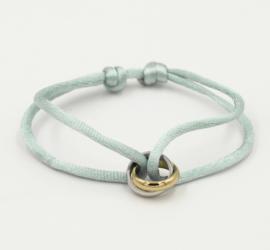 Satijn armbandje met bi-colour RVS (stainless steel) ringen. Oud mintgroen