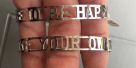 "RVS (stainless steel) tekst armband, ""make your own luck"", Zilverkleur."