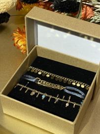 Nr 2) Armbanden SET van stainless steel, 3 stuks in doosje. Goudkleurig