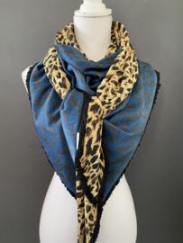 Prachtig blauw satijnen panter dessin /  lichtbruine panter, couture sjaal. B-keus