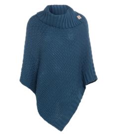 Poncho Nicky van het mooie merk Knit Factory. Petrol blauw