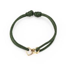 Satijn armbandje met RVS (stainless steel) hartjes in elkaar. Groen - Goud