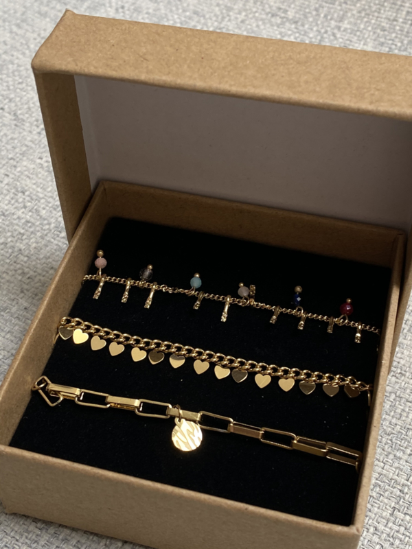 Nr 8)Armbanden SET van stainless steel, 3 stuks in doosje. Goudkleurig