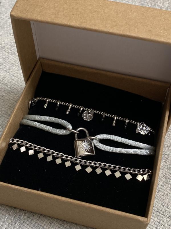 Nr 9) Armbanden SET van stainless steel, 3 stuks in doosje. Zilverkleurig