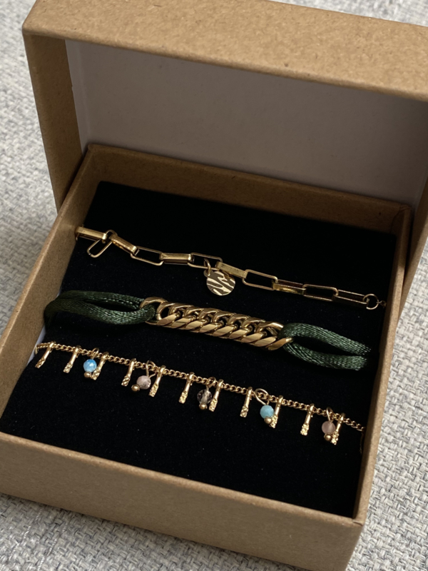 Nr 7) Armbanden SET van stainless steel, 3 stuks in doosje. Goudkleurig