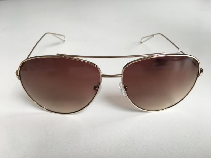 Grote piloten zonnebril met subtiel rosé goud metaal.  Bruin glas.