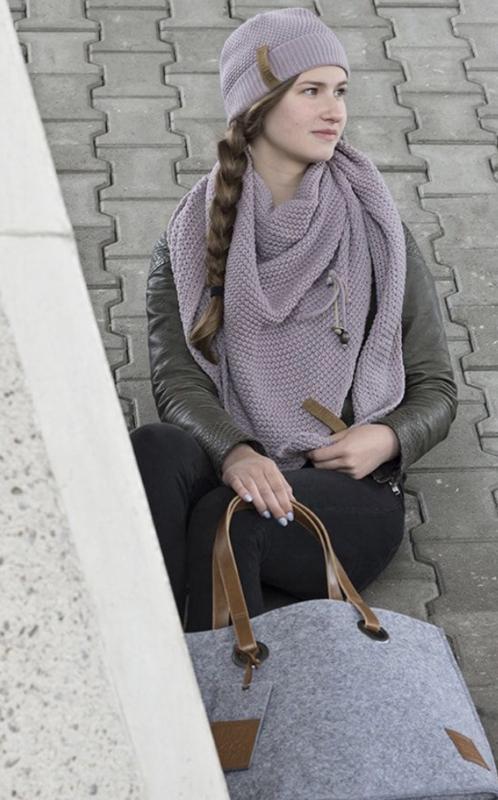 Sjaal/omslagdoek van het mooie merk Knit Factory.  Mauve (oudroze-oudlila)