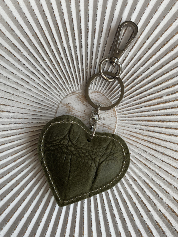 Hart sleutelhanger / tashanger, écht leer. Croco leer. Army green