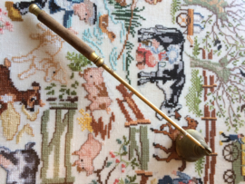 Geel koper | Kaarsen dover met houten handvat | jaren '60-'90
