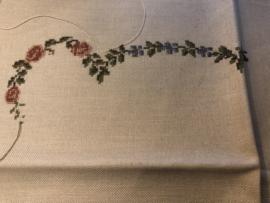 UFO | Lapje beige linnen met een geborduurd rozenrandje