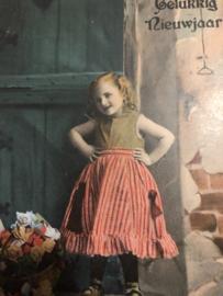 Nederland | Nieuwjaar | Ansichtkaart - Briefkaart -  Gelukkig nieuwjaar 'Lief meisje met een schattig gestreept rokje - ca. 1900-1905