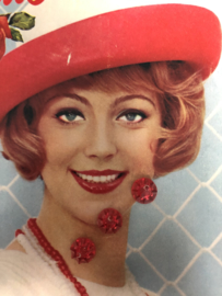 Knopen   Rood - 10 mm sterretje reliëf 2 gaatjes   vintage jaren '60