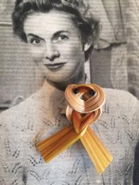Vintage | filigrain broche raffia | 6 x 4 cm jaren '60