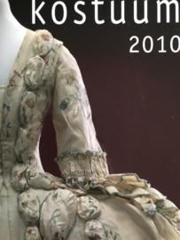 VERKOCHT | Kostuum | Jaarboek Kostuum 2010 Nederlandse Kostuumvereniging