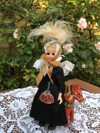 Nederland Friesland | Streekdracht | Leuk poppetje met zwarte kleding en mooi fluwelen tasje 'Jildoe'