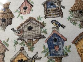 Schilderij | Borduurwerk | Vogels | Koolmeesjes en vogelhuisjes