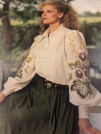 BURDA | Bloemen | Borduurpatroon voor blouse met bloemen  - AUFBUGELMUSTER 758/003