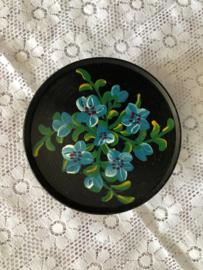Nederland | handbeschilderd snoepblikje zwart met blauwe bloemen