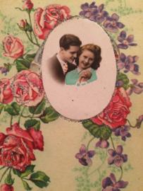 1920 - vintage prentenkaart met glitterjes en rozen verliefd paartje Collor B3380
